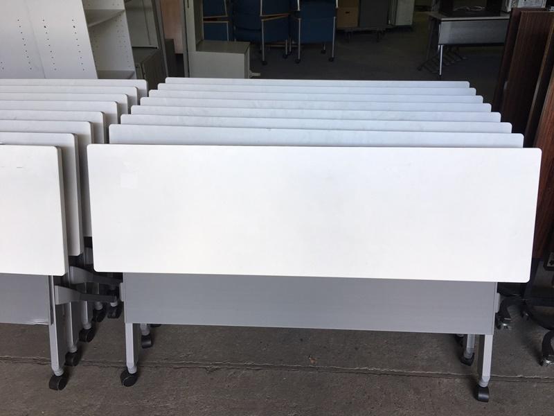 オカムラ 16年製 スタックテーブル